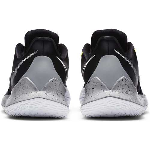 Kyrie Low 3 Team Basketball Shoes