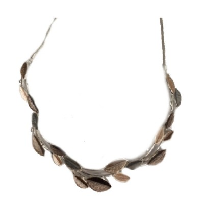 Women's Accesorize Me Small Leaves Necklace