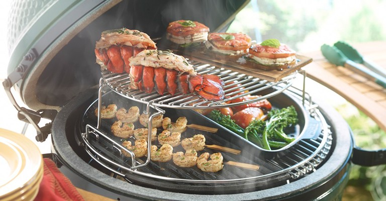 Cooking on a ceramic grill